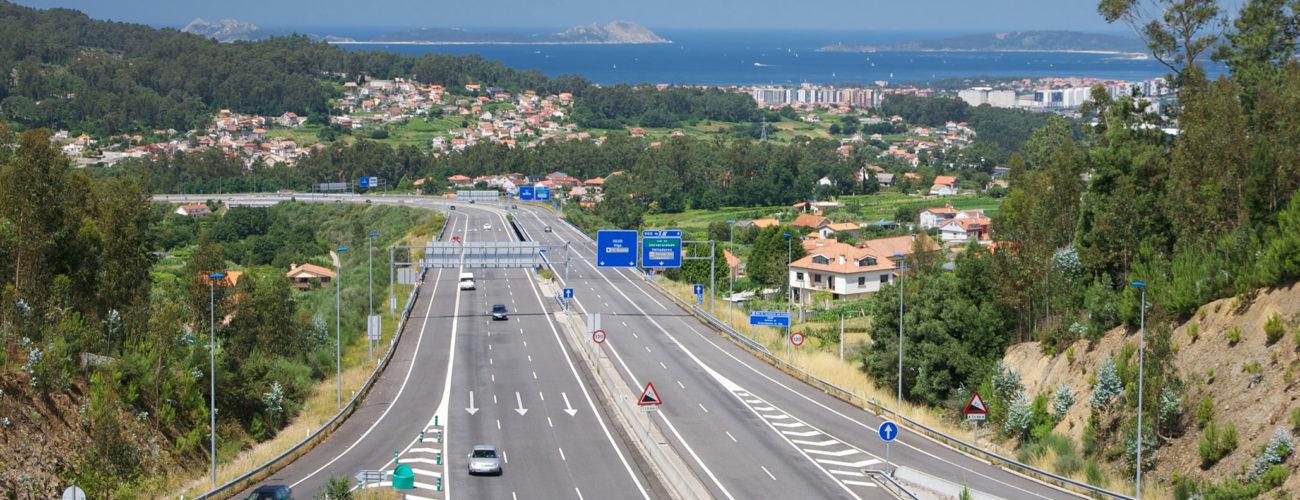 Autovía en la costa