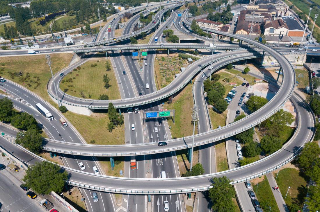 Cruce de carreteras y viaductos